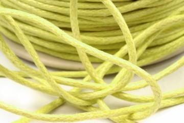 Šňůra bavlněná voskovaná 1,5 mm délka 3 m - světle žlutá