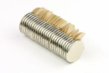 Samolepící magnety neodymové 10x1 mm (25 ks)